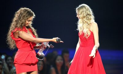 Taylor Swift and Beyonce at 2009 Video Music Awards
